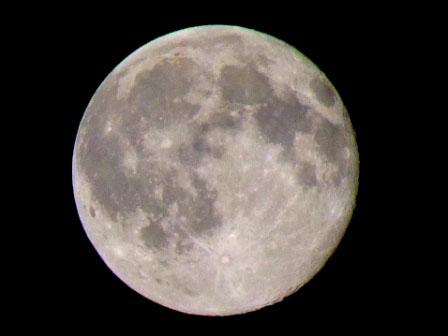 気まぐれ満月を撮ってみた
