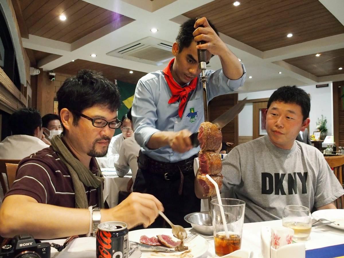 肉とライトアップ